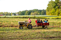 amish kids and tractor 20170908 _DSC9793